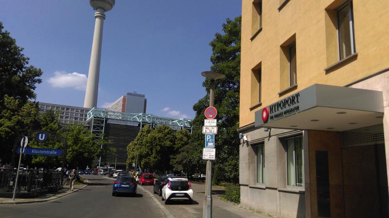 Eingang zu den Räumen der Hypoport in der Klosterstraße