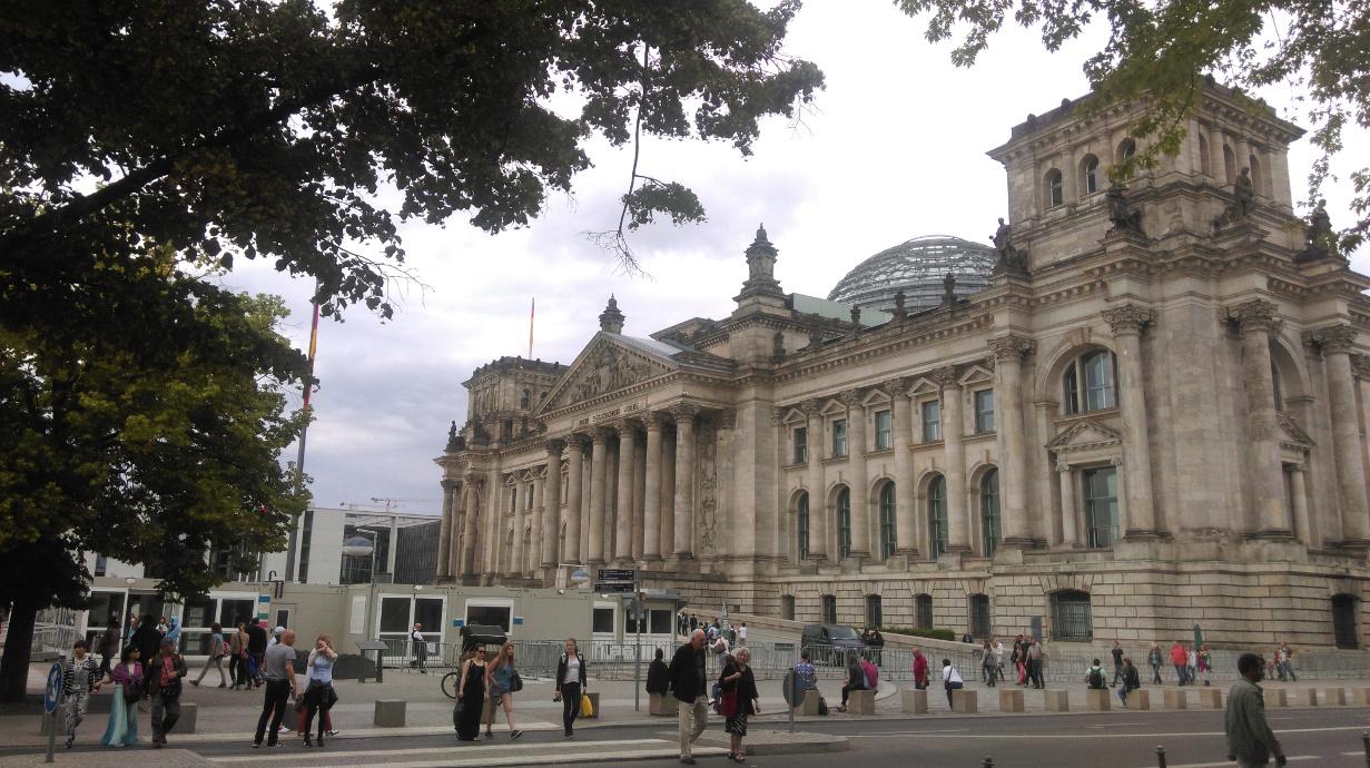 politisch mag der Bundestag bedeutend sein - seine Auswirkung auf die Unternehmen sollte man aber in der Regel nicht überschätzen
